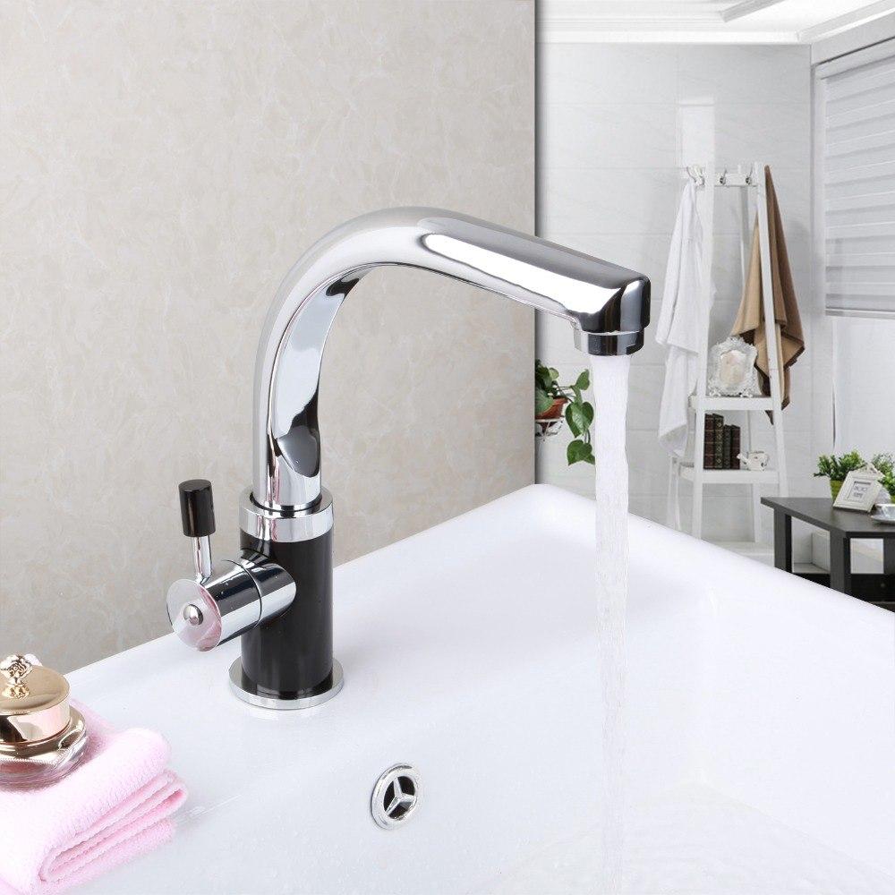 Une variété de styles de robinets fonctionne avec l'évier de ferme classique
